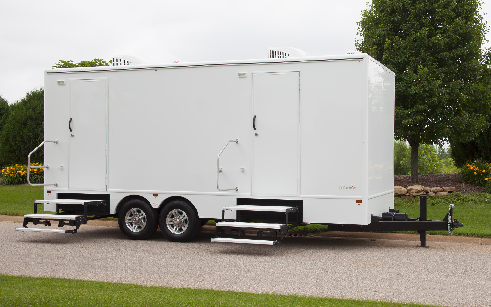 Mobile restroom trailer alura trailer for Mobile office trailer with bathroom
